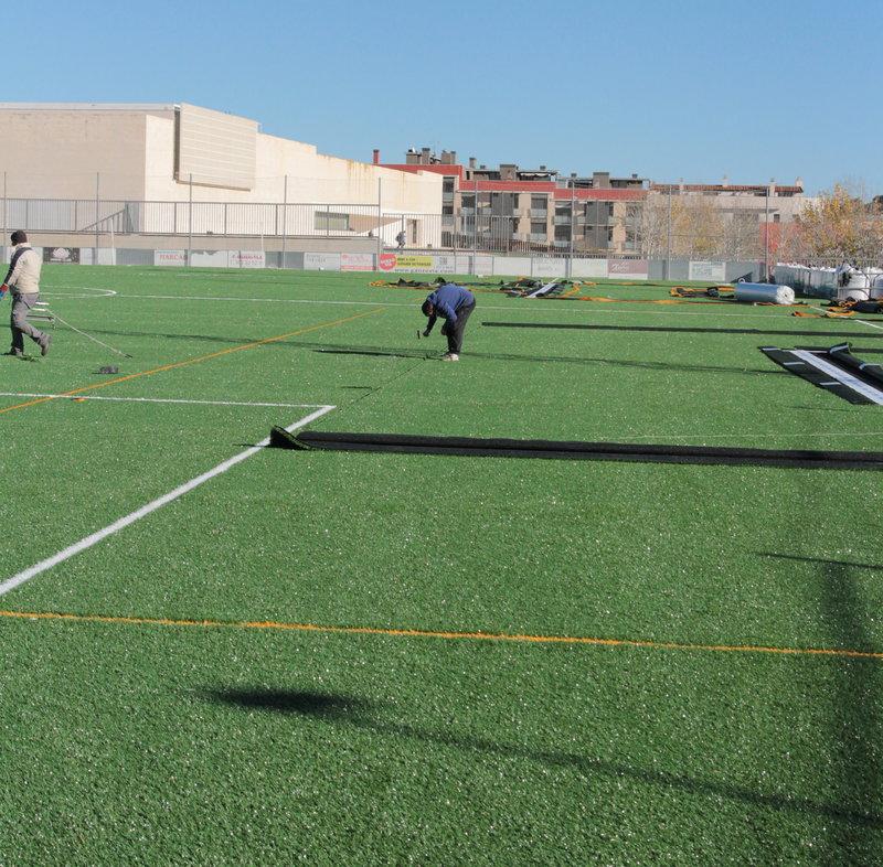Nova gespa gairebé a punt al camp guixolenc de futbol de Vilartagues