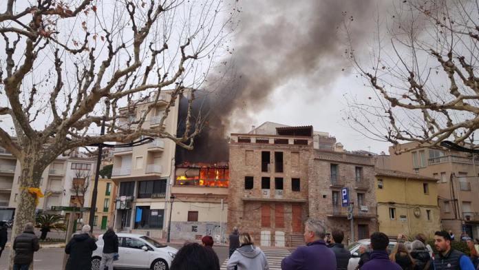 Incendi en un edifici abandonat del passeig de Sant Feliu de Guíxols