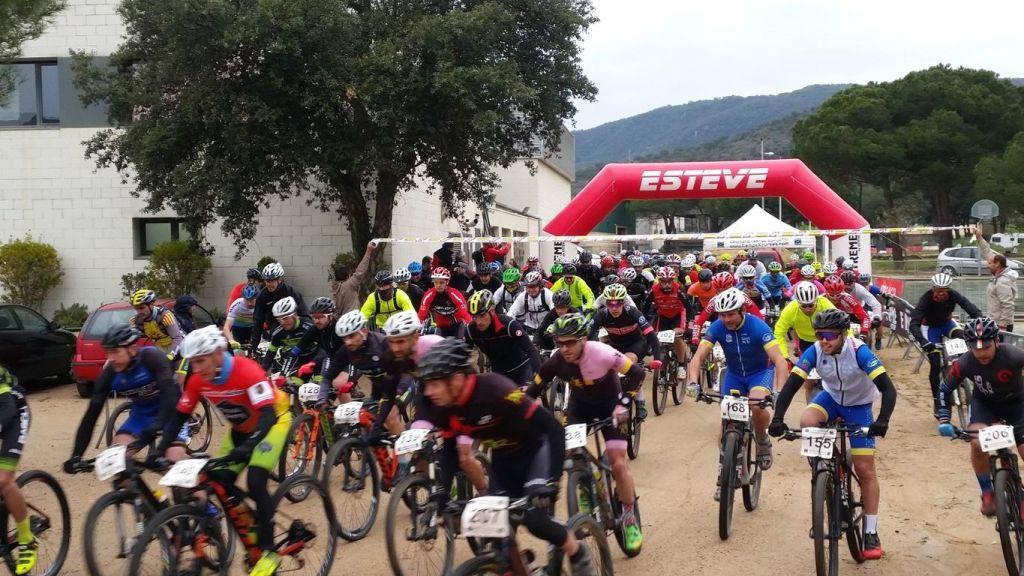 """113 corredors participen a la marxa amb BTT """"Es Pollastre"""" de Santa Cristina"""