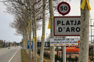 Joan Giraut fa retirar els cartells de «municipi de la República Catalana»