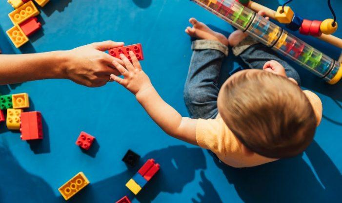 Aquesta tarda se celebra a Platja d'Aro una nova xerrada sobre el món de la família i com acompanyar en els infants en el seu procés de creixement
