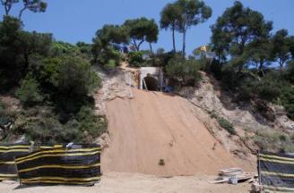 Els tècnics de Platja d'Aro analitzen la restauració del talús del xalet de Xavi
