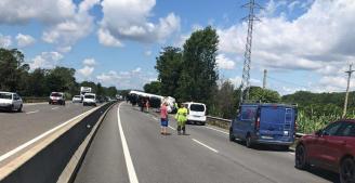 La C-31 està tallada a Santa Cristina per un xoc d'un camió i una furgoneta
