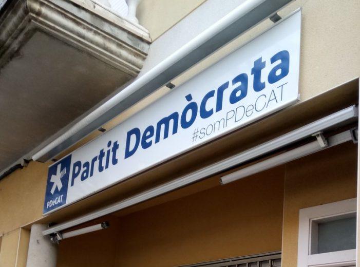 Expedient a CiU de Sant Feliu pel rètol del PDeCAT al local