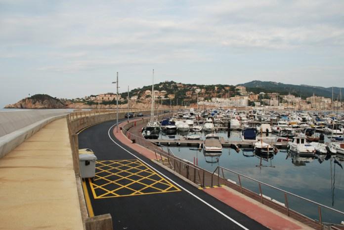 Asfalten la carretera del port de Sant Feliu de Guíxols