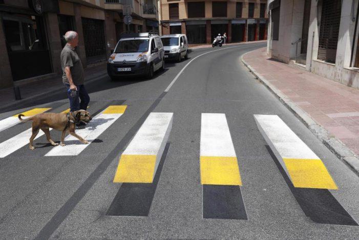 Sant Feliu té un pas de zebra en 3D per millorar la seguretat dels vianants