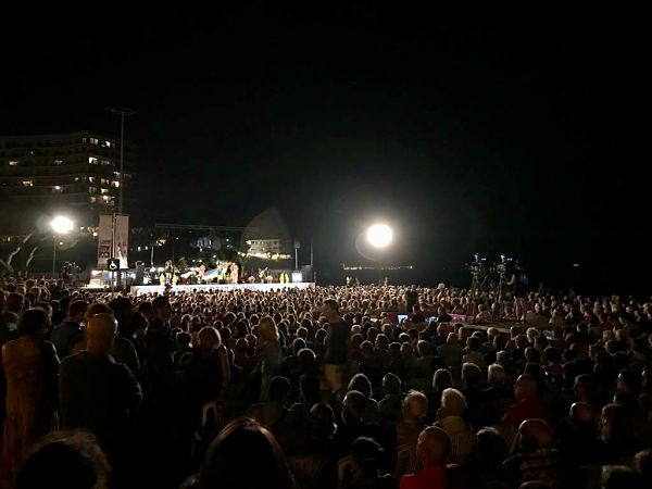 Més de 2.000 persones assisteixen a la Cantada d'Havaneres i Cançó de Taverna de Platja d'Aro