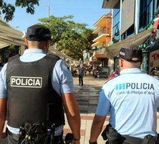 La policia local de Platja d'Aro envia cartes als pares de menors que beuen al carrer