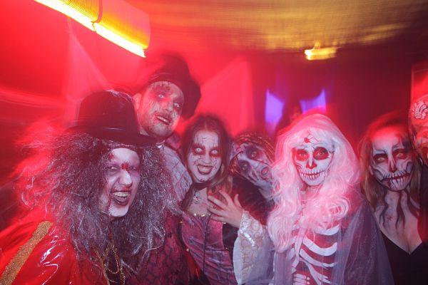 Molt pendents del temps per a les activitats de Halloween i la Castanyada de Platja d'Aro que per primera vegada s'agermanen