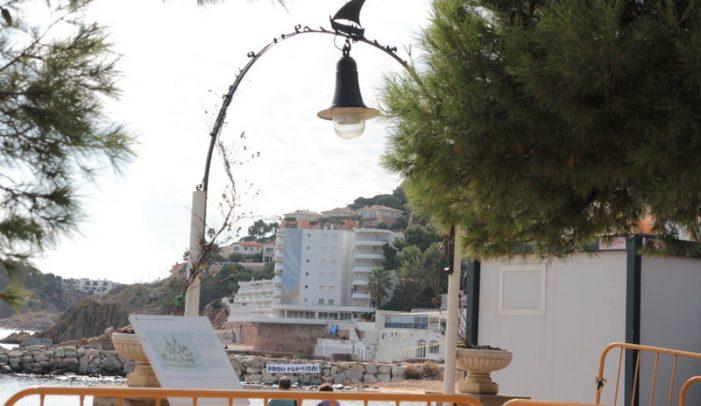 El formigó al moll de Rius i Calvet de Sant Feliu, inamovible