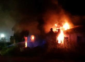 Crema un edifici d'una antiga fàbrica de suro de Sant Feliu
