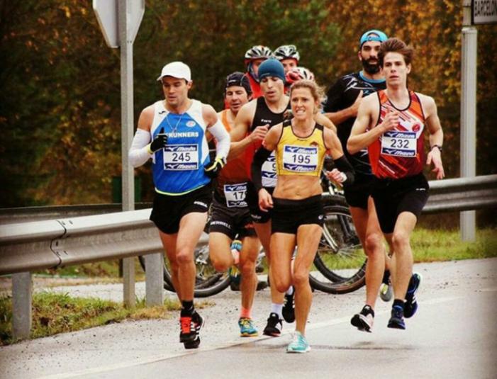 La corredora Jenny Spink, del CA Santa Cristina, campiona de Catalunya de Mitja Marató