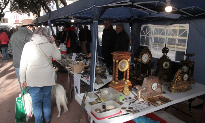 La primera fira del rellotge atrau col·leccionistes fins a Sant Feliu