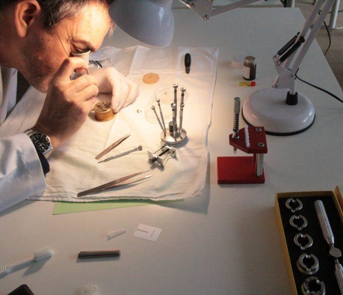 Formació en rellotgeria, a la Cambra guixolenca