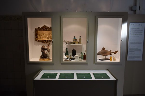 """Inaugurada l'exposició """"Els banys de mar: salut i oci"""" a l'Antic Hospital"""