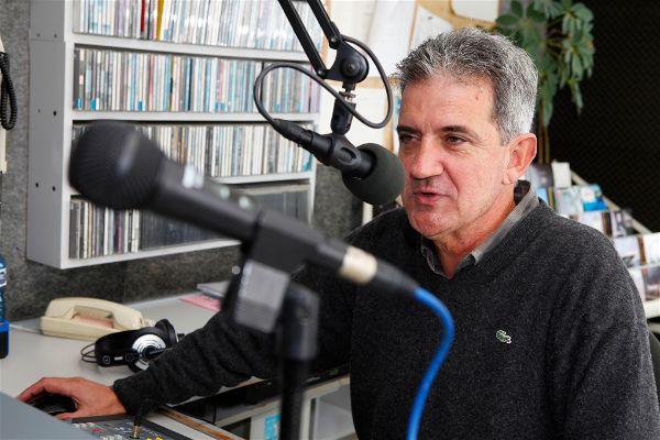 """""""Tenim clients que fa 36 anys que ens ajuden sense interrupció. Els hi hauriem de fer un monument"""". Entrevista a Joan Perich, director de Ràdio Platja d'Aro des de fa 30 anys."""