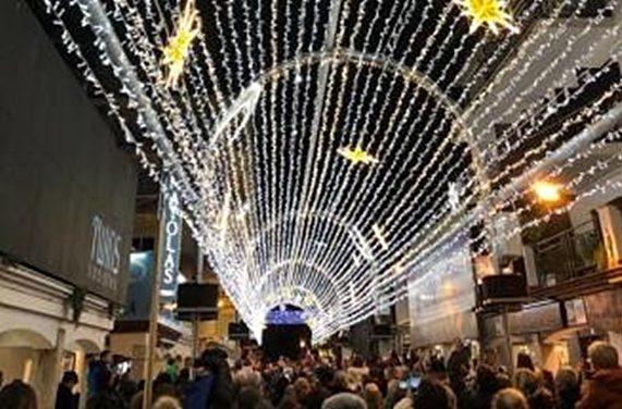Platja d'Aro encén el túnel de llums de Nadal