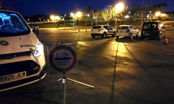 Un conductor va fugir d'un control de la Policia Local de Castell-Platja d'Aro durant el dispositiu de seguretat viària de Cap d'Any i va donar positiu en drogues i alcohol