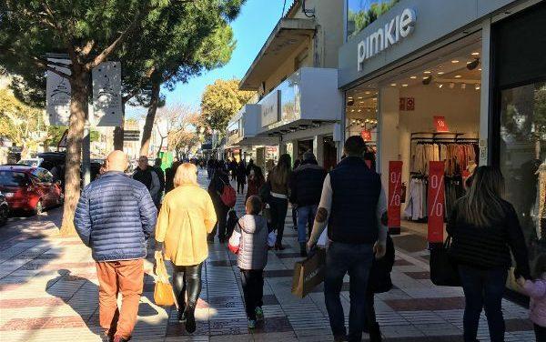 Platja d'Aro s'omple de compradors de totes les edats amb motiu del primer cap de setmana de Rebaixes d'Hivern