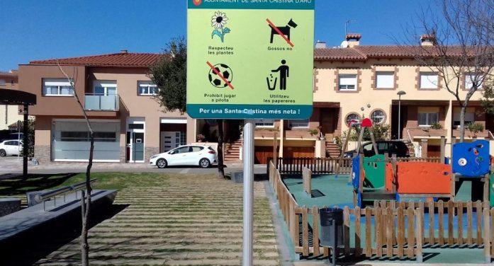 Campanya a favor del compliment de la normativa d'animals de companyia a Santa Cristina