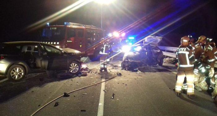 Un conductor temerari mor en un xoc frontal a Cassà de la Selva i deixa tres joves ferits
