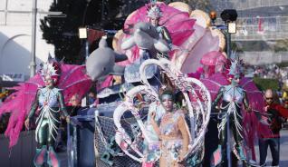 Les rues de carnaval omplen els carrers gironins