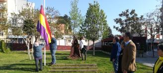 Sant Feliu de Guíxols homenatge la República amb la hissada de bandera