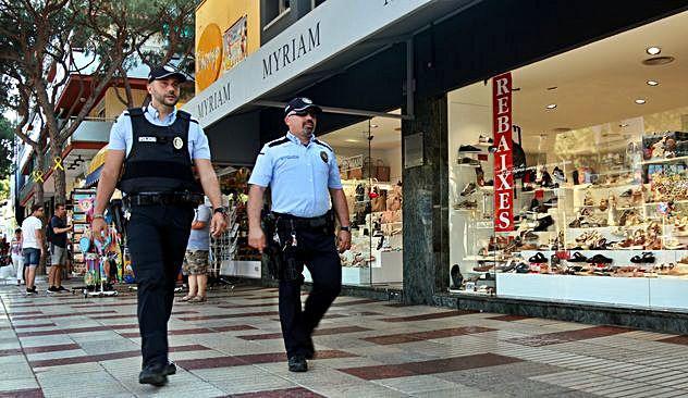 Una banda de carteristes de l'Hospitalet roba en botigues i a banyistes a Platja d'Aro