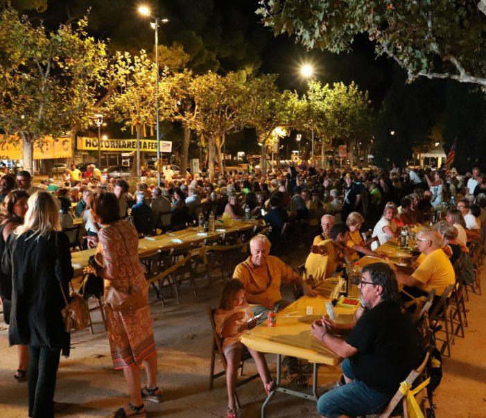 El Sopar Groc omple els jardins Juli Garreta