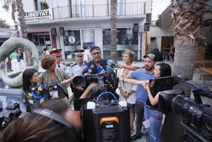 Concentració per condemnar la presumpta agressió sexual múltiple a una turista a Platja d'Aro