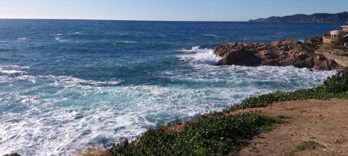 Mor un pescador a Sant Feliu de Guíxols arrossegat pel mar