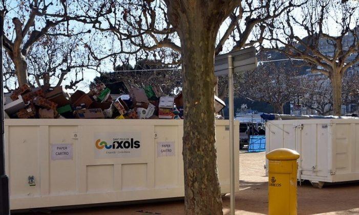 El mercat del diumenge de Sant Feliu de Guíxols millora en neteja i preveu eliminar les bosses de plàstic en els propers mesos