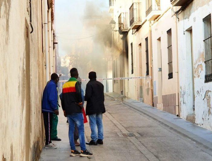 Es cremen uns baixos a Sant Feliu