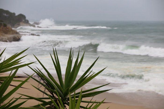 Llevantada amb molta pluja, fort vent i mala mar