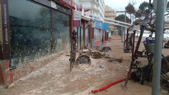 Els establiments del Passeig Marítim de Platja d'Aro castigats pel temporal de mar