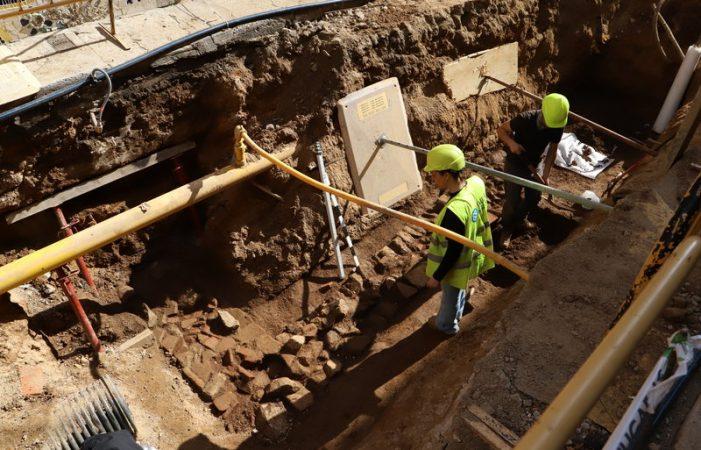 Troben restes d'època romana tardana sota el carrer Girona de Sant Feliu