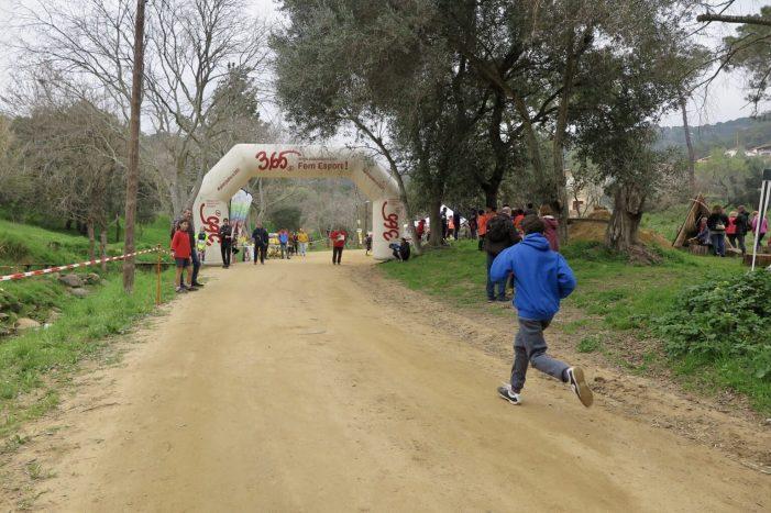 Un centenar de joves esportistes del Baix Empordà participen en la darrera Jornada Comarcal de Cros