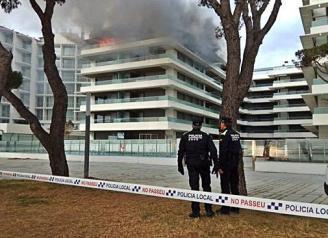 Un incendi crema tot un apartament i n'afecta dos més a Platja d'Aro