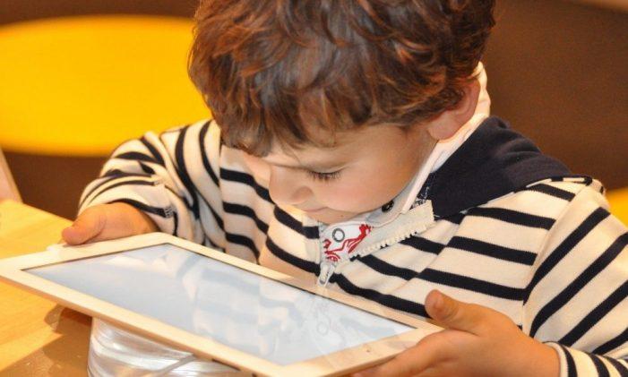 Equitat digital: la Generalitat activa un pla perquè l'aprenentatge en línia arribi a tots els alumnes