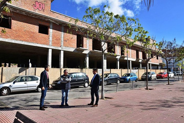 Enderrocaran un edifici a mig construir des de fa gairebé 30 anys a Sant Feliu de Guíxols