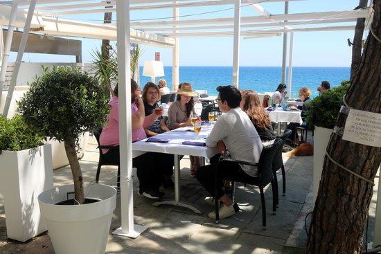 Fase 1 Girona: Terrasses mig plenes a primera línia de mar a Platja d'aro