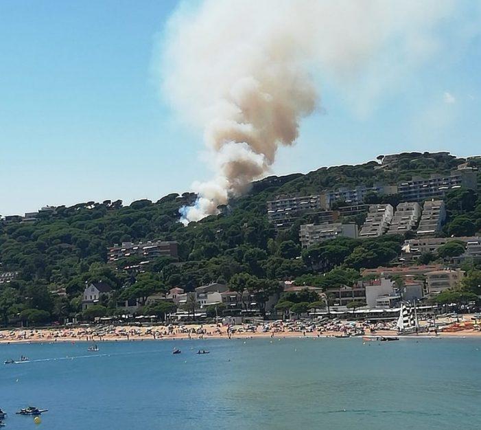 Un foc obliga a confinar veïns de Sant Feliu