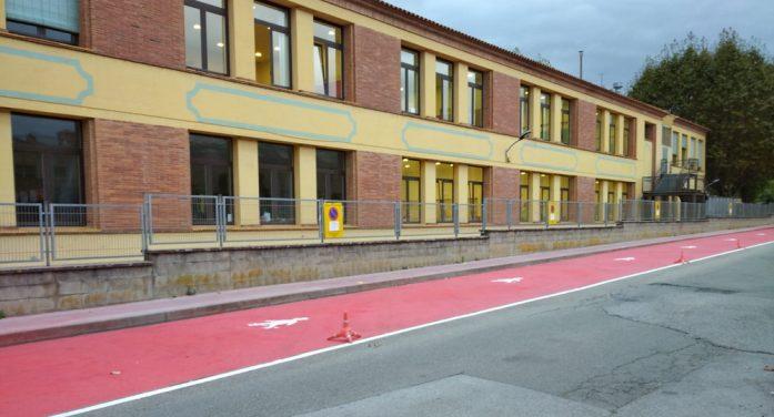 L'Ajuntament habilita espai addicional per vianants a l'entrada de l'Escola Gaziel