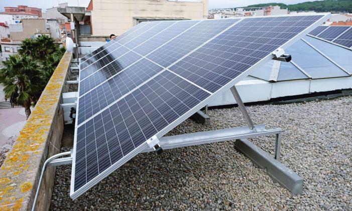 L'Ajuntament ha instal.lat plaques solars al Centre Cívic Vilartagues per millorar l'eficiència energètica