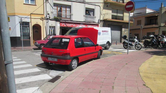 L'Ajuntament segueix arranjant voreres de Sant Feliu i ara fa les del carrer Gravina, plaça dels Drets Humans i carrer Carles Rahola