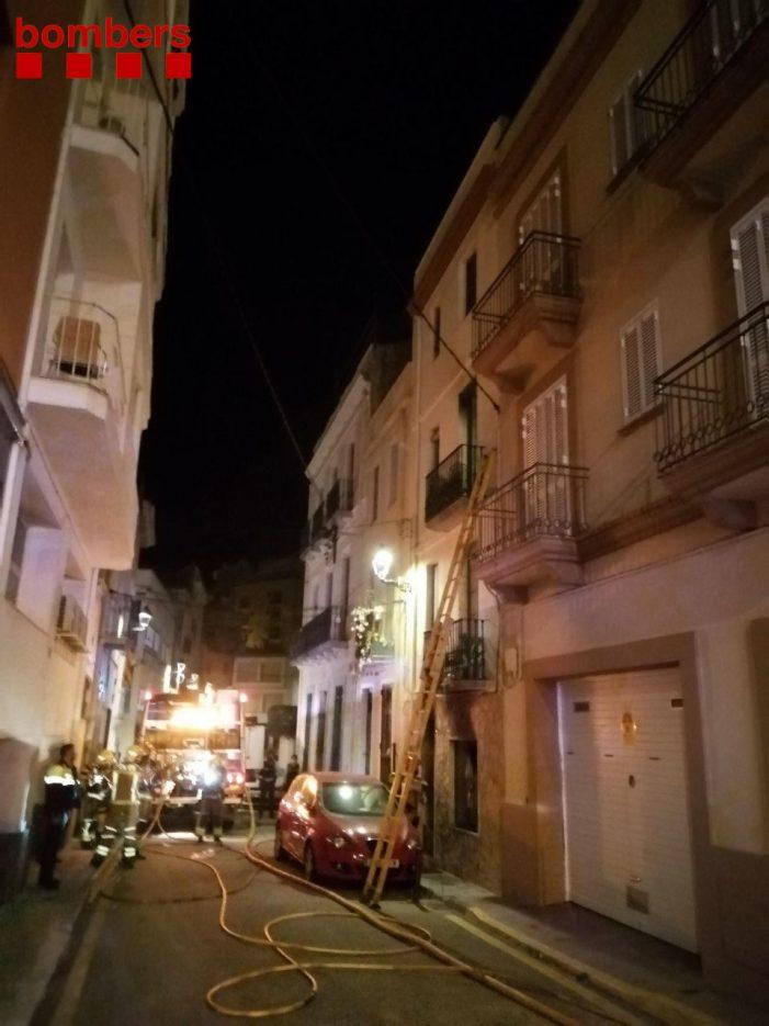 Rescaten veïns d'un balcó i del teulat en un foc d'habitatge a Sant Feliu de Guíxols
