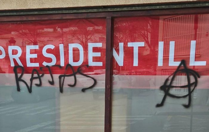 Fan pintades a la seu del PSC de Sant Feliu de Guíxols
