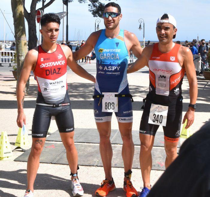 Més de 200 participants en el Triatló Sprint de Sant Feliu de Guíxols