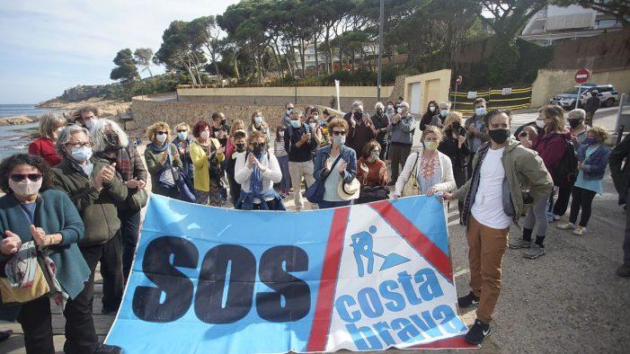 Concentració a Sant Feliu de Guíxols per evitar que s'edifiqui al costat del mar
